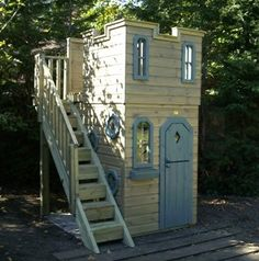 External staircase to roof top play area on castle Castle Playhouse, Kids Playhouse Plans, Outside Playhouse, Backyard Playhouse, Build A Playhouse, Wooden Playhouse, Backyard Retreat, Outdoor Playhouses, Kids Outdoor Spaces