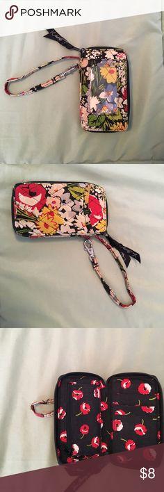 Selling this Vera Bradley wristlet on Poshmark! My username is: rachmg24. #shopmycloset #poshmark #fashion #shopping #style #forsale #Vera Bradley #Handbags