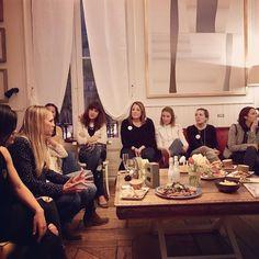 Hoy soñaré con triángulos puestas de sol y  sobre suelos flotantes de mármol!  Locuras divertidas de @martasimonet con la que hoy hemos compartido una noche de  #blogsandcava mi primer @blogsandcava y espero no sea el último!  Muchas felicidades a las organizadoras y a un montón de mujeres con proyectos muy interesantes infiltradas incluidas!  @kinuma @drimvic @lilu_and_me @barcelonacolours @thelegalhat  @floritismo @annaand_co @bdelalcazar @latortuguitablanca @charuca @estelramoneda…