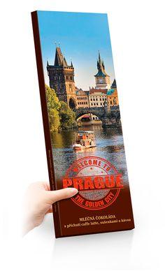 Mléčná čokoláda s příchutí caffe latte, sušenkami a kávou 225g s motivem Pražského hradu. Extra velké balení 30 x 9 cm. City, Cards, Cities, Maps, Playing Cards