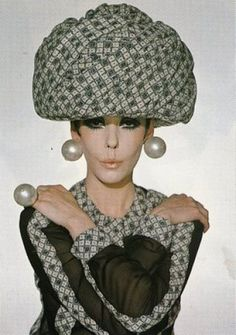 Peggy Moffit, Rudi Gernreich, Fall 1968......LOVE THIS!!! Love the Ring!!!!