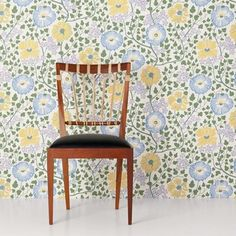 This wallpaper ties indisputability to the Eastern tree of life that was depicted so often in Josef Frank's textile patterns. - Wallpaper Sagoträdet, Non-Woven, Sagoträdet, Blue, Josef Frank Wallpaper Decor, Adhesive Wallpaper, Wallpaper Samples, Home Wallpaper, Pattern Wallpaper, Josef Frank, Small Purple Flowers, House Wall, Wallpapers