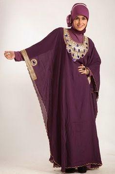 Selain itu, banyaknya penduduk muslim yang berada di Indonesia juga menjadi faktor yang sangat berpengaruh. Dari tahun ke tahun, model baju muslim semakin memperlihatkan kemajuannya.