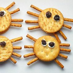 Fun Food for Tiny Fingers: Spider Cracker Sandwiches
