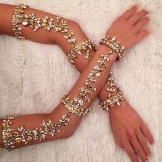 Waffenparty … Arm party … Waffenparty … Waffenparty … Waffenparty plus Hand Jewelry, Body Jewellery, Jewelry Box, Jewelry Accessories, Fashion Accessories, Fashion Jewelry, Jewlery, Jewellery 2017, Body Chain Jewelry