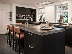 Kitchen kitchen and design ideas for many of the dream kitchen needs. Modern kitchen inspiration at its finest. Kitchen Time, Kitchen Dinning, New Kitchen, Kitchen Decor, Kitchen Layout, Kitchen Interior, Interior Design Living Room, Kitchen Cabinets And Countertops, Cuisines Design