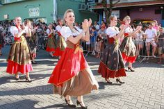 josepedrocordeiro:  Blumenau Oktoberfest Parade. by Dircinha - on Flickr.