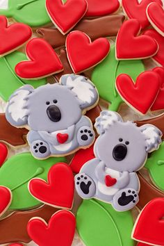 Learn how to make these fun decorated koala cookies by following this simple step by step tutorial. Sugar cookies decorated with royal icing.