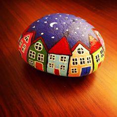 Sıkıldım ben burdan ... kendime yeni bir dünya çizdim gidiyorum ... #house #tasboyama #rockpainting #stonepainting #colours #nitenite#decoration #homedecor #homedesign #homedecoration