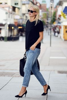 Recipe for looking cool: loose-fitting, but slim black tee, medium-wash boyfriend jeans, and black pumps, complemented by a glam black tote and Wayfarers. Done!