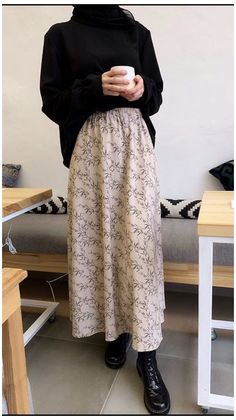 Modest Fashion Hijab, Modern Hijab Fashion, Muslim Women Fashion, Hijab Fashion Inspiration, Mode Inspiration, Look Fashion, Modest Outfits Muslim, Long Skirt Fashion, Muslim Dress