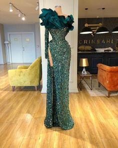 Find the perfect gown with Pageant Planet. Browse all of our beautiful prom and pageant gowns in our dress gallery, which includes Sherri Hill, Jovani, Mac Duggal and more! Posh Dresses, Gala Dresses, Pageant Dresses, Green Evening Gowns, Ball Gowns Evening, Evening Dresses, Stunning Dresses, Pretty Dresses, Dinner Gowns
