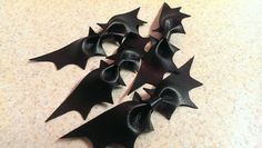 Adorable Bat Bow $6 by LittleMsSprinkle on Etsy