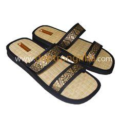Dép cói là sản phẫm mang hoàng toàn bằng chất liệu thiên nhiên An toàn cho người sữ dụng www.deptrongnha.com