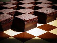 Prajitura desteapta cu ciocolata de Miron Constantin si Diana Easy Desserts, Diana, Cake, Sweet, Food, Pie Cake, Meal, Cakes, Essen