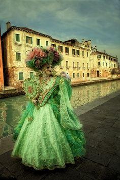 Carnevale Venice, Italia #green #masquerade