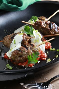 Kebab (minced with roasted tomatoes and yogurt sauce Greek Recipes, Meat Recipes, Wine Recipes, Appetizer Recipes, Cooking Recipes, Minced Meat Recipe, Greece Food, Greek Cooking, Greek Dishes