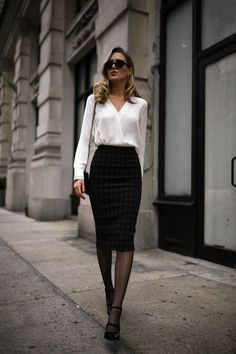 40 Classy Business Outfits for Women You Must Try 2019 Lass dich inspirieren: Business Outfit Damen The post 40 Classy Business Outfits for Women You Must Try 2019 appeared first on Outfit Diy. Classy Business Outfits, Business Outfit Damen, Stylish Work Outfits, Winter Outfits For Work, Work Casual, Business Professional Outfits, Business Dresses, Business Casual Skirt, Winter Office Outfit