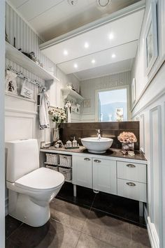 Country style modern bathroom