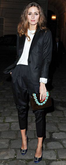Olivia Palmero in black with an amazing clutch!