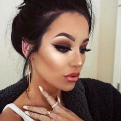 Smokey eye makeup is the best way to dress up your eyes for the important night out, be it a concert or a romantic date. No way you can run out of ideas.