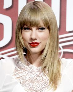 Look of the Day photo | Taylor Swifts' Blunt Bangs