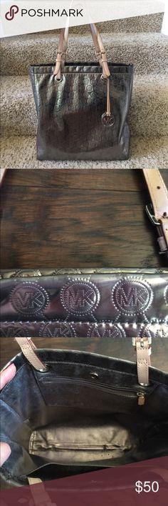 Michael Kors tote Metallic silver Michael Kors tote! Great for carrying lots of items! KORS Michael Kors Bags Totes