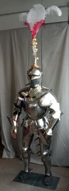 Die 2270 besten Bilder von Videogame Armor/Weapon Inspiration in ...