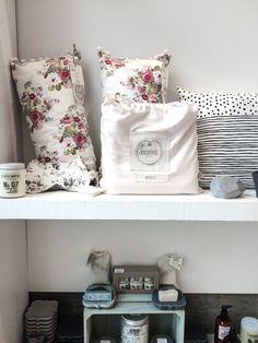 Discovery - Krem boutique | Découverte - Boutique Krem - PROJET PASTEL Discovery, Pastel, Throw Pillows, Boutique, Bed, Home, Scandinavian Fashion, Cake, Toss Pillows