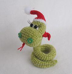 Christmas Snake - free crochet pattern by Amigurumi Fair.