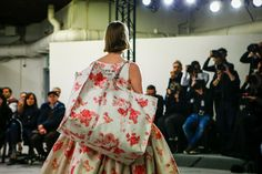 Balenciaga Fall 2017 Ready-to-Wear Atmosphere and Candid Photos - Vogue