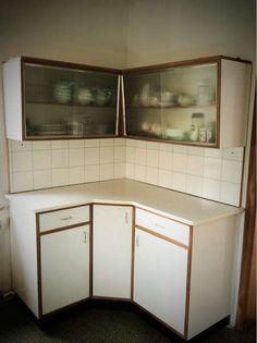 die besten 25 k che 60er style ideen auf pinterest abwaschbecken wei beunruhigt schr nke. Black Bedroom Furniture Sets. Home Design Ideas
