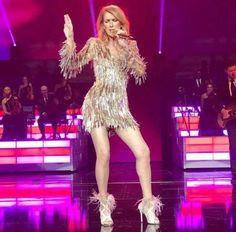 De retour sur scène, la nouvelle robe de Céline Dion provoque beaucoup de mauvaises réactions! - Showbiz - Ayoye