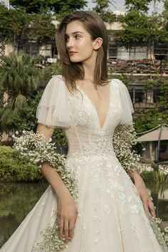 La Fiancée 2019 - Vestidos para noivas leves e românticas - Hochzeit und Braut La Fiancée 2019 - Vestidos para noivas leves e românticas - - Auswahl Ihrer Hochzei. Vestidos Vintage, Vintage Dresses, Vintage Wedding Gowns, Vintage Bride Dress, Vintage Lace, Dream Wedding Dresses, Bridal Dresses, Prom Dresses, Unique Wedding Dress