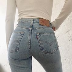 Vintage levi ' s 501 light wash denim made in usa Baumwolle Sexy Jeans, Jeans Levi's, Levis Wedgie Jeans, Vintage Levis, Vintage Levi Jeans, Vintage Outfits, Vintage Clothing, Jean Sexy, Beste Jeans