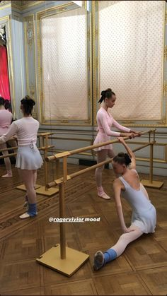 Ballet School, Ballet Class, Ballet Girls, Ballet Dancers, Ballerinas, Dance Dreams, Tiny Dancer, Dance Pictures, Dance Photography