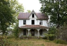 Isolated portraits of abandoned houses by Ben Marcin - Bleaq Abandoned Mansion For Sale, Old Abandoned Buildings, Abandoned Places, Wooden Buildings, Abandoned Homes, Old Mansions For Sale, Historic Homes For Sale, Haunted Places, Haunted Houses