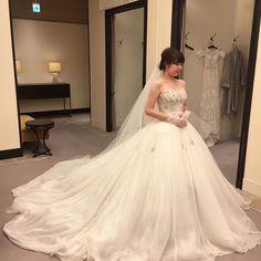 Instagram Wedding Make Up, Wedding Bride, Wedding Gowns, Ball Gowns Fantasy, Fluffy Wedding Dress, Puffy Dresses, Instagram Wedding, Asian Bride, Wedding Dress Styles