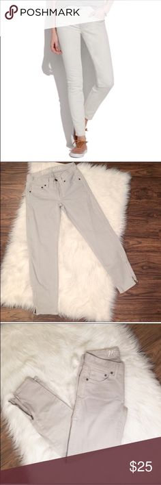 "Madewell Ankle Zip Jeans Perfect for summer Madewell ankle zip jeans in a beautiful light gray color.   These are in excellent condition.  Approximate Measurements:  25"" inseam  8"" rise 26"" waist Madewell Jeans Ankle & Cropped"
