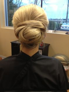 Hair Bun Hairstyles, Wedding Hairstyles, Pretty, Women, Wedding Hair, Wedding Hair Down, Bridal Hair Accessories, Bun Hairstyle, Wedding Hairs