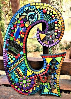 ideas for mosaic letter Mosaic Crafts, Mosaic Projects, Diy Projects, Mosaic Vase, Mosaic Tiles, Mosaic Mirrors, Glitter Tiles, Glossy Paint, Mosaic Madness
