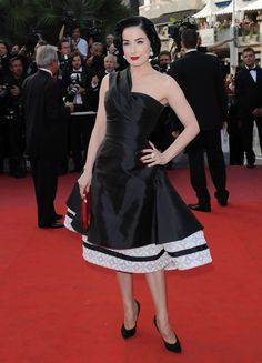 """Dita von Teese in Christian Dior Couture at the """"Inglourious Basterds"""" premiere (2009)"""