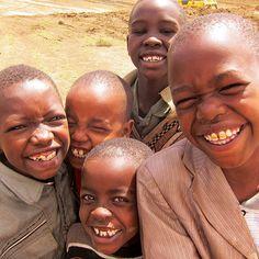 Które państwo afrykańskie jest najludniejsze? Nigeria! W Nigerii mieszka ponad 150 mln ludzi i liczba ta bardzo szybko rośnie. Co piąty Afrykanin mieszka w Nigerii.