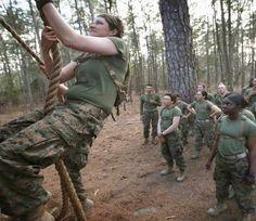 ये हैं अमेरिका की फीमेल मरीन्स, इनकी ट्रेनिंग देख पुरुषों के छूट जाते हैं पसीने.. http://www.bhaskar.com/article/INT-the-pictures-of-the-post-female-marines-4360561-PHO.html?HF-2=