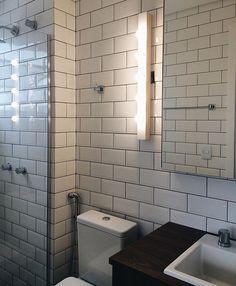 Essa iluminação do banheiro ficou ideal! Projeto incrível @boscardincorsi_arq @nercasadeluz 💡✨