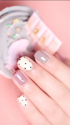 These Nail designs have clean, classy, minimalist style that you absolutely adore. These desaturated palettes are to deserve for. Beauty Hacks Nails, Nail Art Hacks, Nail Art Diy, Diy Nails, Shellac Nails, Elegant Nails, Stylish Nails, Trendy Nails, Nail Art Designs Videos