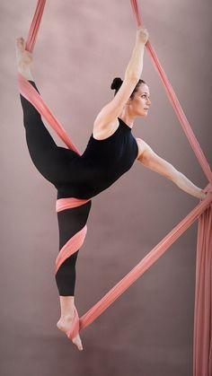 Aerial Silk Tutorial - Stellar - New Pins Aerial Hammock, Aerial Hoop, Aerial Arts, Aerial Acrobatics, Aerial Dance, Arial Silks, Pole Dance, Videos Yoga, Aerial Gymnastics