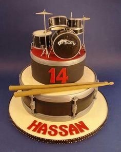 Drum set fondant cake