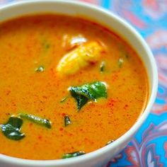 Recipe for Kori Gassi - Mangalorean Chicken Curry. Succulent pieces of chicken cooked in finely ground fresh coconut with spices. Serve with Neer Dosa or Nool puttu. With step by step pictures.