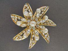 Vintage Kramer Brooch Flower Pearl and by VintageVogueTreasure